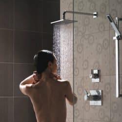 La douche froide a des vertus remarquables pour notre bien-être